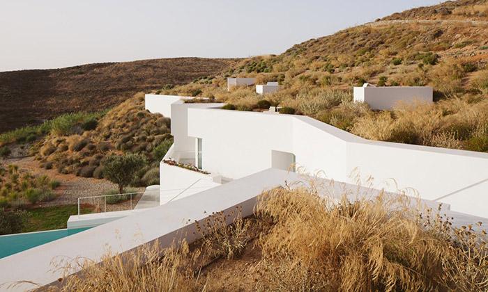 Řecký ostrov ozdobila bílá rezidence Ktima House