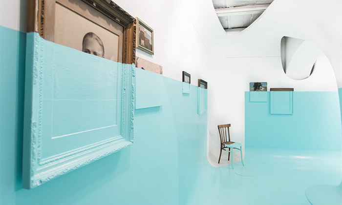 Davide D'Elia ponořil svou výstavu domoře barvy