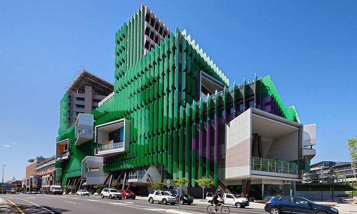 Brisbane má dětskou nemocnici sdivokou fasádou