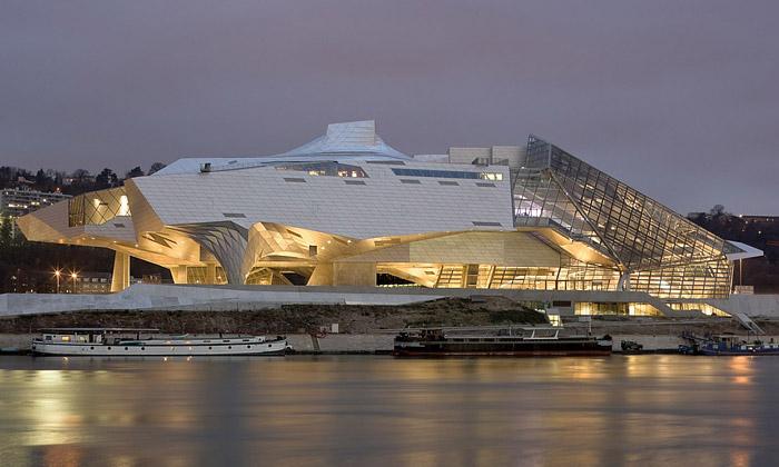 Musée des Confluences vsobě spojilo mrak akrystal