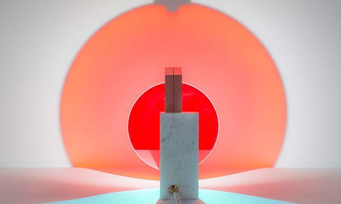 Éléonore Delisse navrhla barvami stimulující svítidla