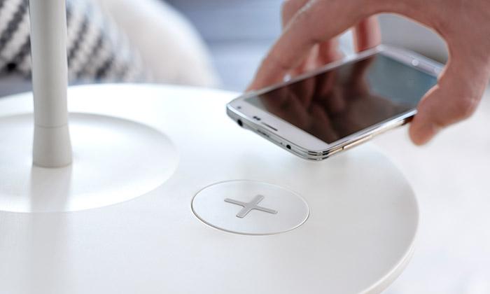 Ikea uvádí nábytek sbezdrátovým nabíjením mobilů
