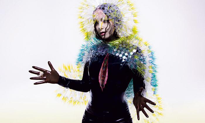 Björk vystavuje vNew Yorku své kostýmy aklipy