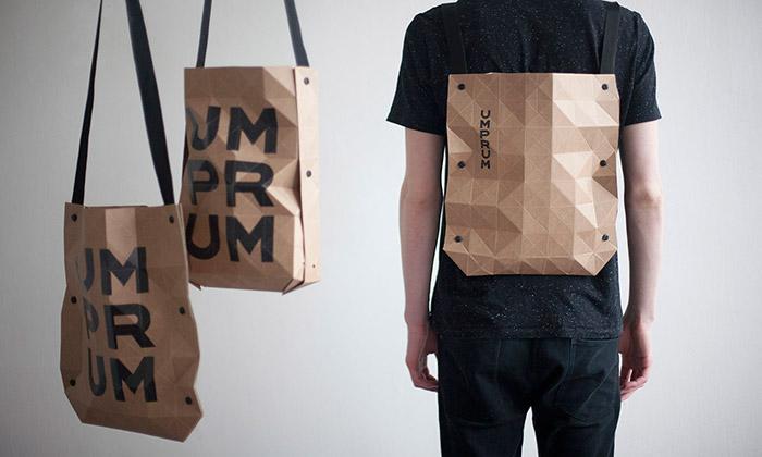 Cyril Dunděra navrhl lehce skládací papírovou tašku