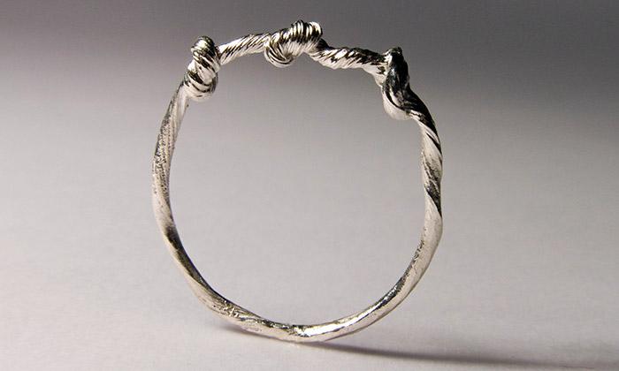 Hana Polívková navrhla šperky Twisted suzlíky