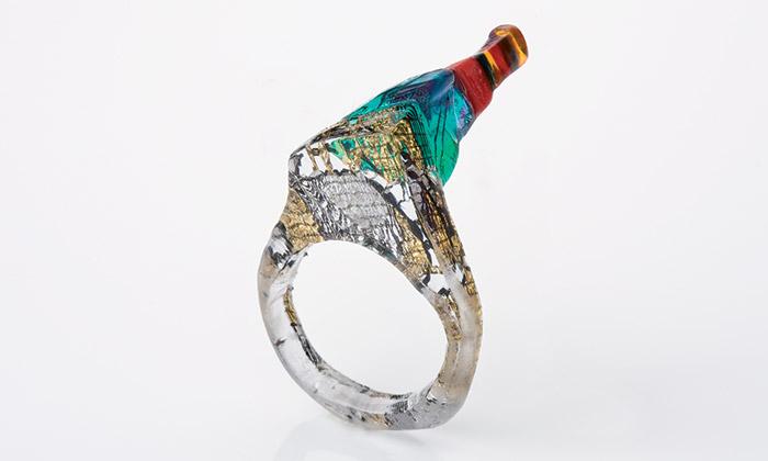 Simona Kafková tvoří anomální prsteny adoplňky