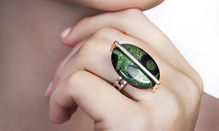 Věra Nováková navrhla šperky slevitujícími kameny