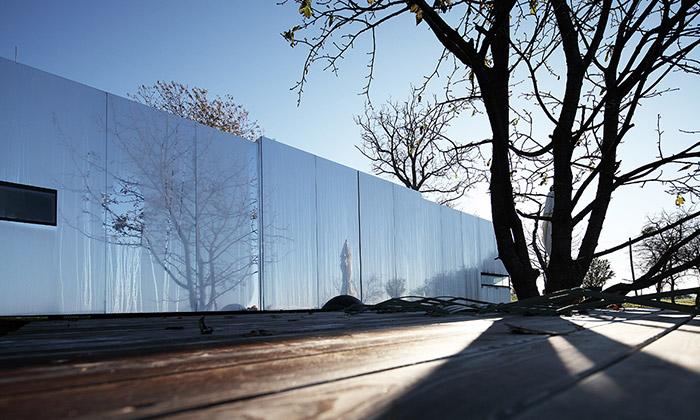 Casa Invisibile jeneviditelný mobilní dům ze dřeva