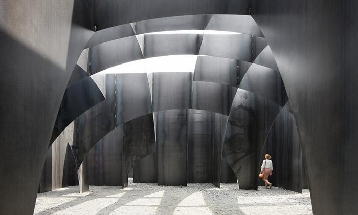 U belgického Genku postavili obří kovový labyrint