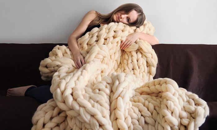 Anna Mo tvoří velké pletené bytové imódní doplňky