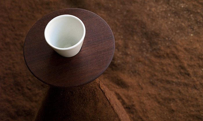 Kristýna Malovaná vPraze vytvořila Kávovou krajinu