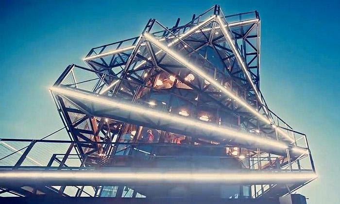 Pleskot postavil Ostravě vyhlídkovou věž Bolt Tower