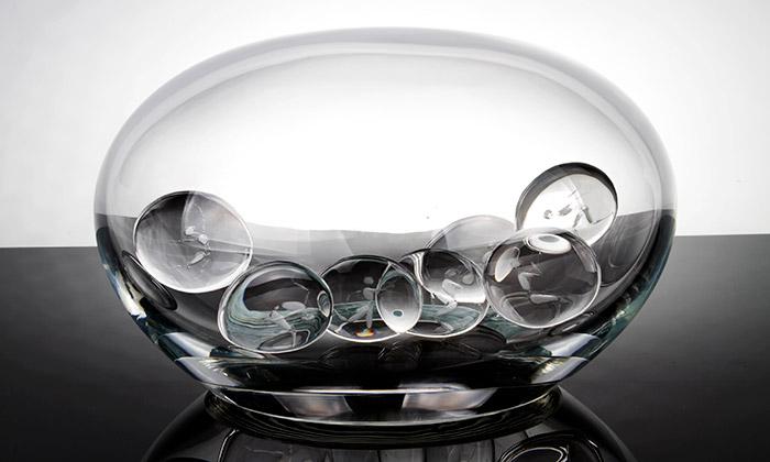 České ateliérové sklo bylo krátce vystaveno vPaříži