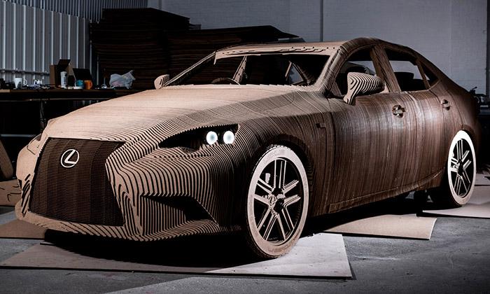 Britové postavili Lexus IS ze 1700 kusů kartonu