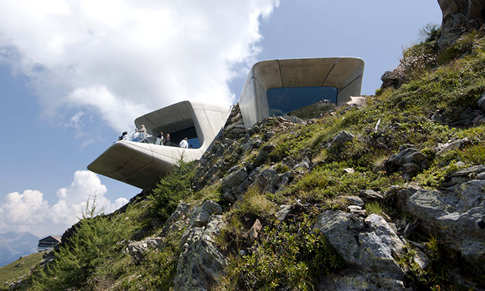 Zaha Hadid vAlpách postavila Messnerovo muzeum