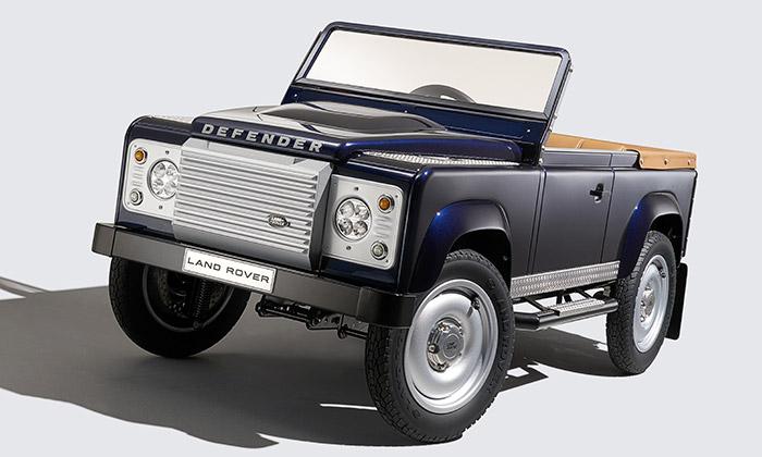 Land Rover začne vyrábět šlapací Defender pro děti