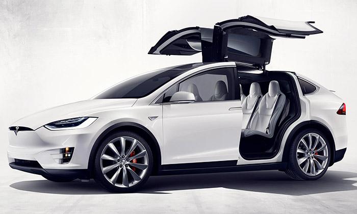 Tesla Model X ječistě elektrické ainovativní SUV