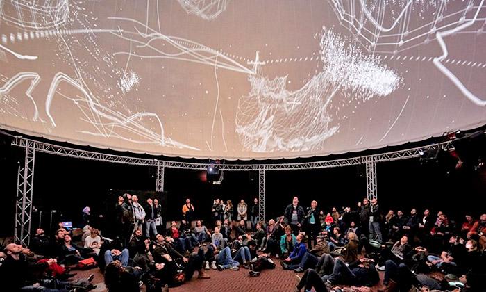 Vincent van Gogh iČeši hitem festivalu světla Glow