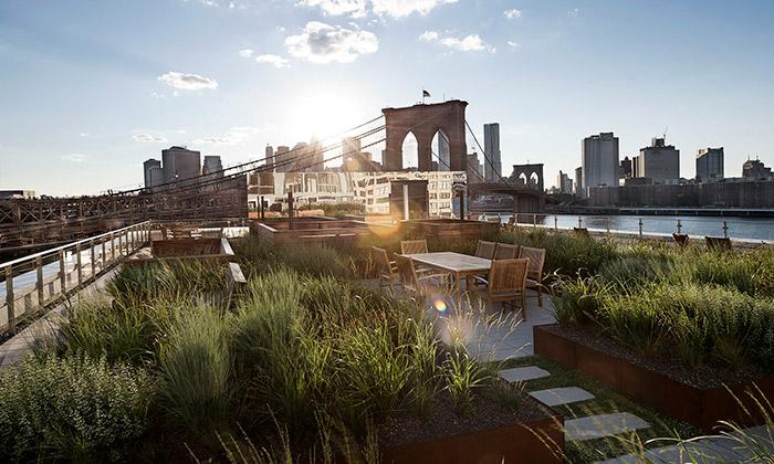 Newyorská bytovka má nastřeše komunitní zahradu