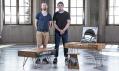 Roman Kvita a Dominik Běhal s jejich první kolekcí nábytku Narki