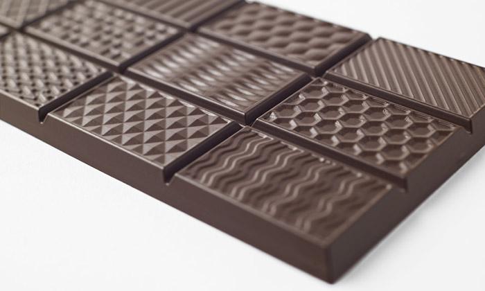 Nendo vytvořilo čokoládu sdvanácti druhy povrchů