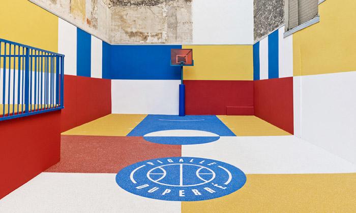 V Paříži postavili basketbalové hřiště podle Maleviče
