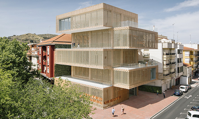 Kulturní centrum La Gota od studia Losada García Arquitectos