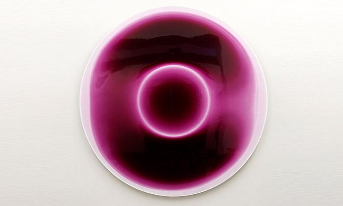 Milan Houser vystavuje obrazy plné Barvometrie