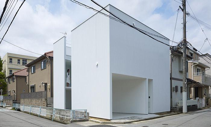 Japonská rodina postavila bílý dům stvarem kostky