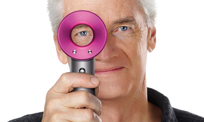 James Dyson vynalezl supersonický vysoušeč vlasů