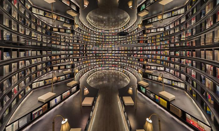 Čínské město Hangzhou má knihkupectví jako chrám