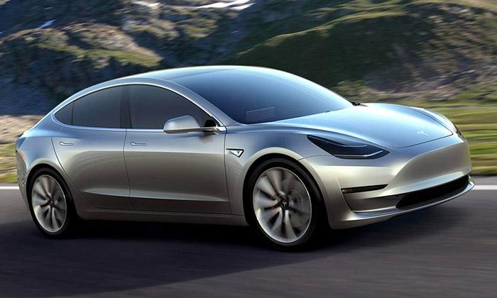 Tesla ukázala pětimístný elektrický sedan Model 3