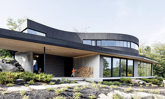 Poblíž Montrealu vyrostl jedinečný ekologický dům
