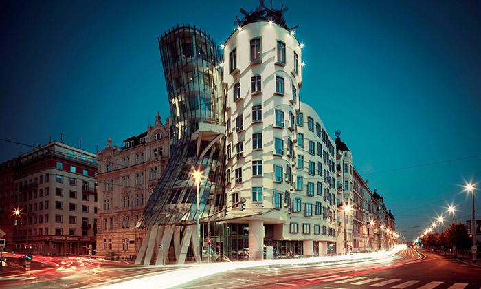 Tančící dům v Praze od Franka O. Gehryho a Vlado Miluniče