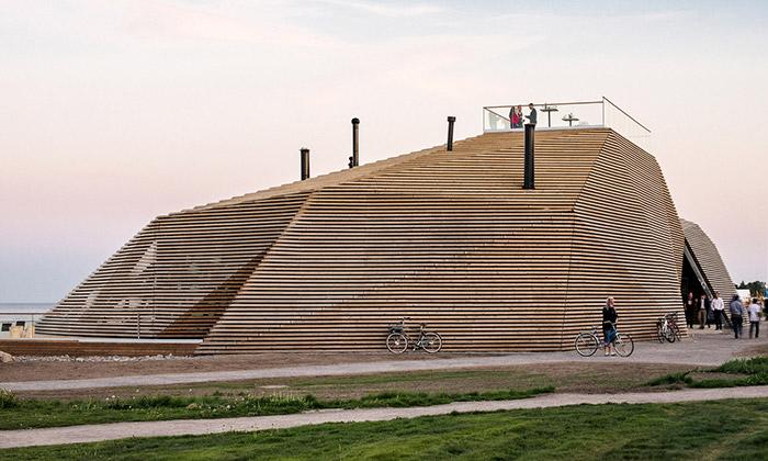 Helsinky mají napobřeží novou veřejnou saunu Löyly