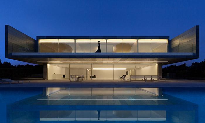 Casa de Aluminio jeminimalistická vila vMadridu