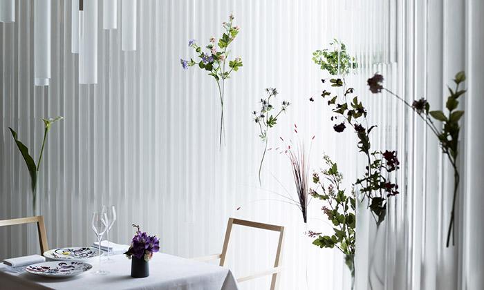 Kengo Kuma navrhl jemný interiér restaurace Nacreé