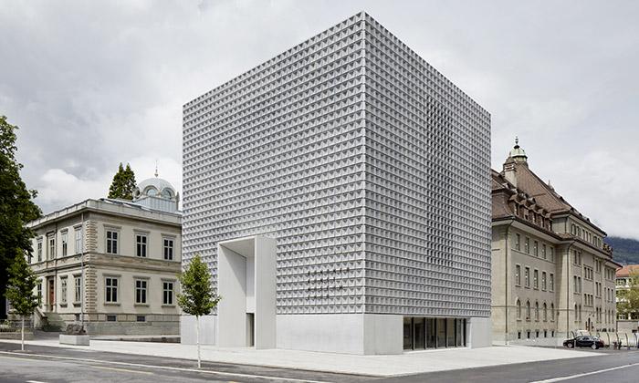 Švýcarské město Chur má nové monolitické muzeum