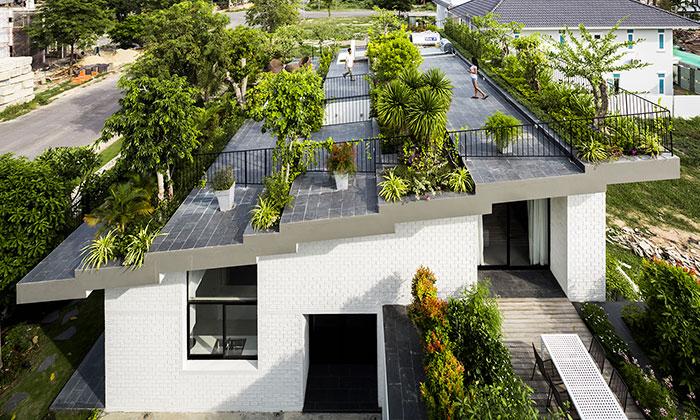 Vietnamský dům má nastřeše terasu plnou zeleně