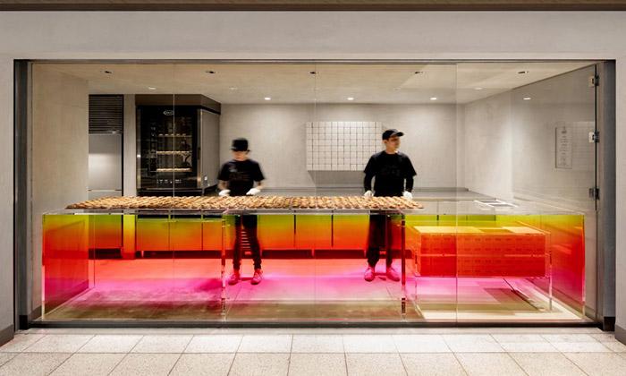 Japonské pekařství Bake září pestrobarevným stolem