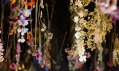 Rebecca Louise Law a její instalace The Beauty of Decay v Chandran Gallery