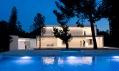 Casa Entre la Pinada od Fran Silvestre Arquitectos