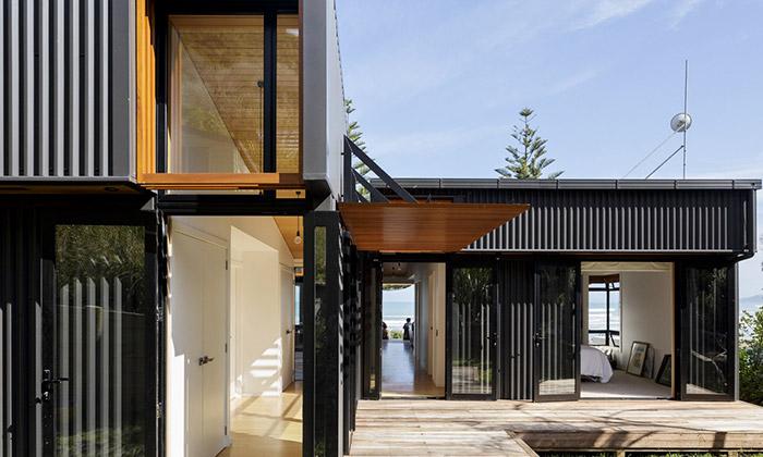 Surfaři si naNovém Zélandu postavili nevýrazný dům
