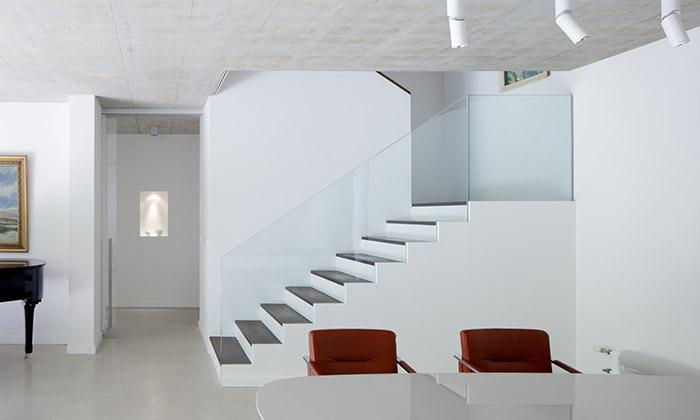 ADR postavili vKlánovicích velký minimalistický dům