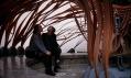 Kengo Kuma a pavilon před Galerií Jaroslava Fragnera
