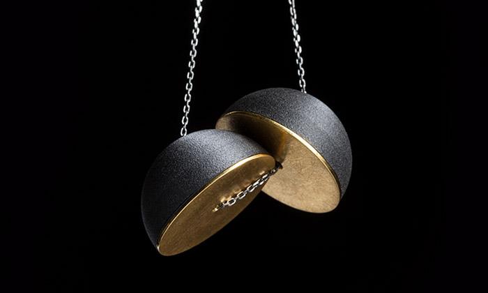 Dana Bezděková má vesmírnou sérii šperků Nemesis