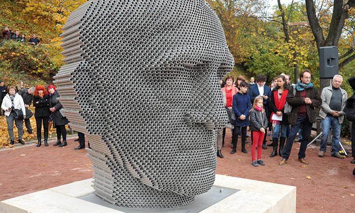 V Brně byla odhalena socha básníka Jana Skácela
