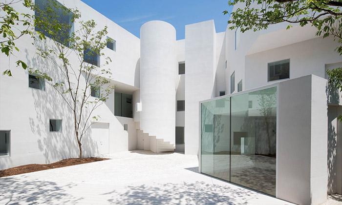 Japonská galerie Angle sechlubí svým minimalismem