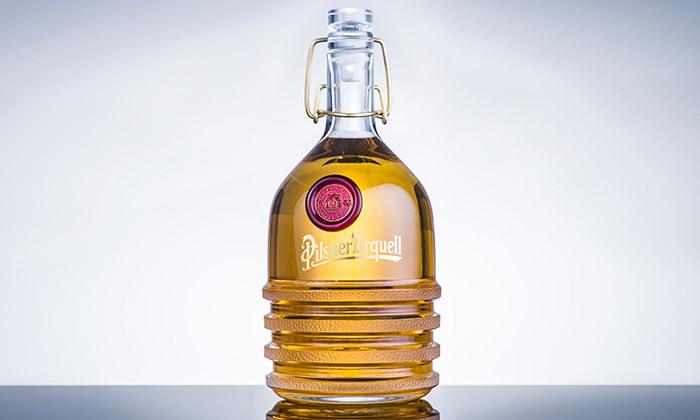 Maxim Velčovský navrhl pro charitu láhev napivo