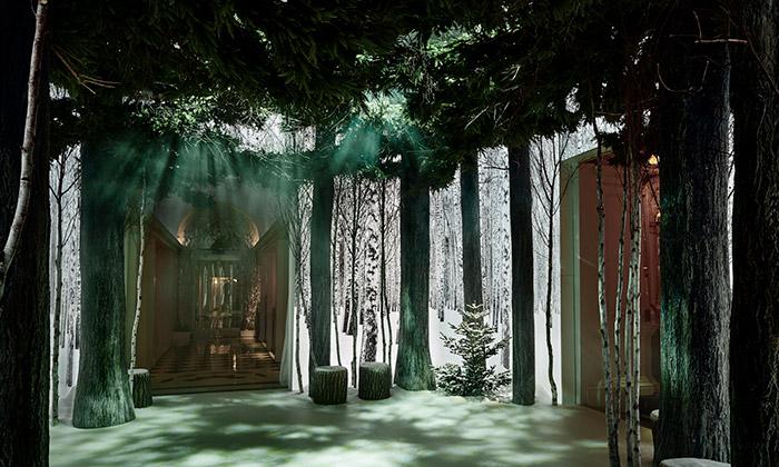 Jony Ive aMarc Newson vytvořili vhotelu vánoční les